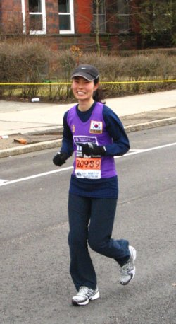 Chonghee Suh runs the 2007 Boston marathon